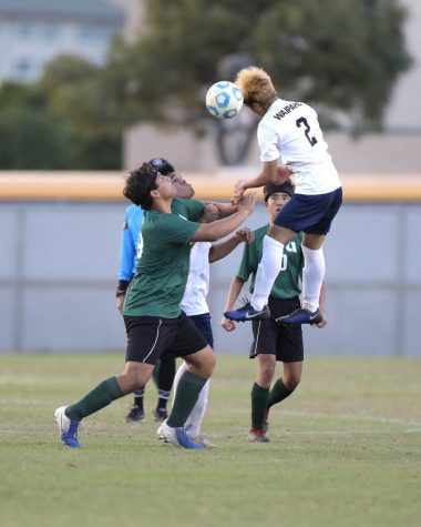 Darin Villeza heads the ball away from Aiea's Na Alii.